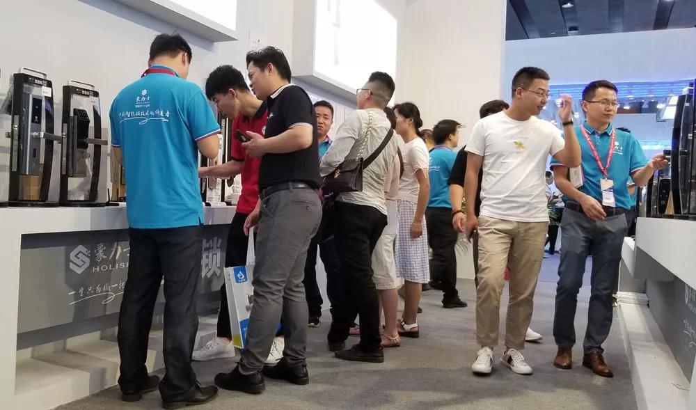 豪力士智能锁实力亮相2019年广州建博会
